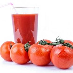 Ingredience 2 rajčata střední velikosti 100 ml rajčatové šťávy (džusu) 100 ml jablečné šťávy (džusu) 100 g řapíkatého celeru 1 mrkev 5 až 8 kostek ledu Postup Nejprve si očistíme a omyjeme veškerou zeleninu a nakrájíme ji na menší kousky. Poté ji společně sešťávami a kostkami ledu dáme do mixéru, ve kterém vše důkladně rozmixujeme.… Celý recept »