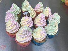 Bezlepkové cupcakes a torta zo stabilizátorov šľahačky Liana Mini Cupcakes, Desserts, Food, Tailgate Desserts, Deserts, Essen, Postres, Meals, Dessert