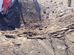 Iğdırda Yola Döşenen1 Ton Bomba HDPli Belediyelerle PKK İlişkisini Bir Kez Daha Akla Getirdi!  13 polisin şehit olduğu Iğdırdaki hain saldırının ayrıntıları ortaya çıkıyor. Saldırıda 1 ton bomba kullanıldı  Bu sabah saatlerinde HasanHan Köyü yakınlarında meydana gelen saldırıda PKKlı teröristler önceden yola döşedikleri yaklaşık bir ton bombayı polisleri taşıyan servisler geçerken infilak ettirdi. Servis minibüsüne zırhlı özel harekat araçları da eşlik ediyordu.    HDPli Belediyeler mi…