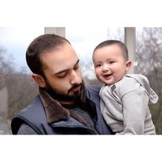 Majid bin Mohammed bin Rashid Al Maktoum con su hijo, Mohammed bin Majid bin Mohammed Al Maktoum, 02/2016. Vía: hhsheikhmajid