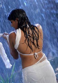 Priyamani Hot Wet Saree Stills Photogallery,pics | Indian Bangladeshi Actress Celebrities Photos