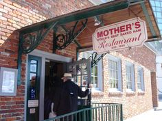 If you've heard of a po boy, then you've heard of Mother's Restaurant. This #NOLA favorite has been delighting visitors and locals alike since the 1930s! (Photo:RoadFood.com)