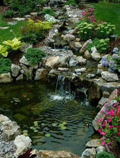 jardin-avec-fontaine-cascade- comme un rivière