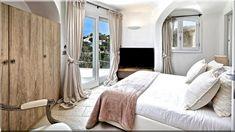 Angol vidéki stílus Vidéki stílusú házak Vidéki lakberendezés - Luxuslakások Cottage Homes, Oversized Mirror, Curtains, Country, Bed, House, Furniture, Home Decor, Projects