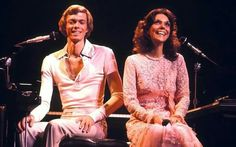 In the Karen Carpenter was one of the definitive voices. Along with her brother Richard, The Carpenters rose to the top before crumbling down. Richard Carpenter, Karen Carpenter, Karen Richards, Las Vegas Shows, It Takes Two, Top Of The World, What Goes On, Female Singers, Music Is Life