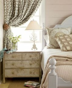Cottage Bedroom by Kardemon Cottage Bedroom by Kardemon The post Cottage Bedroom by Kardemon appeared first on Sovrum Diy. Cottage Living, Home Living, Cottage Homes, Coastal Living, Coastal Cottage, Coastal Decor, Bedroom Windows, Sash Windows, Home And Deco