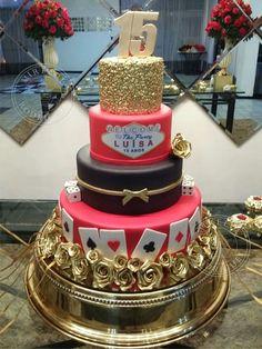 Bolo Las Vegas para festa de 15 anos. Tudo em pasta de açúcar.