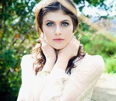 Alexandra Daddario: Tessa Gray