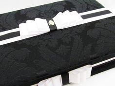 Caixa Kit Toalete para festas de casamento ou aniversário. Possui bordado na tampa interna. Incluso produtos e embalagens personalizadas. Temos outros tecidos. R$ 345,00