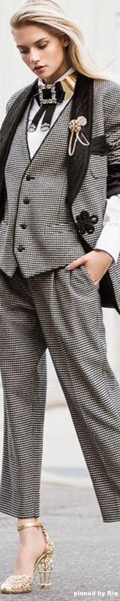 Martina Dimitrova by Matallana for Elle Bulgaria l January 2017 l Ria Truly Classic ~ Black White Fashion, Grey Fashion, Timeless Fashion, High Fashion, Winter Fashion, Black And White, Womens Fashion, Cool Outfits, Fashion Outfits
