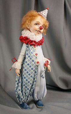 Любимчик Пашка - клоун с добрым сердцем, с искоркой в глазах и с карамелькой в кармане.