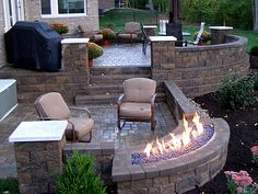 I think this is how Ryan should finish our backyard patio. patio chairs, umbrella, gas firepit, the whole shebang! Back Patio, Backyard Patio, Backyard Landscaping, Patio Wall, Backyard Ideas, Retaining Wall Patio, Pavers Patio, Cement Patio, Modern Backyard