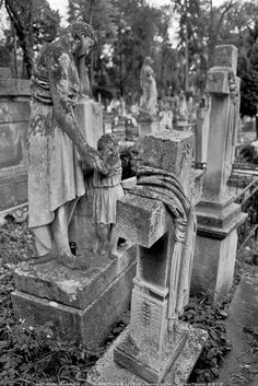 Beautiful Cemetery Monuments, Cemetery Statues, Cemetery Headstones, Old Cemeteries, Cemetery Art, Graveyards, Abandoned Buildings, Abandoned Places, Unusual Headstones