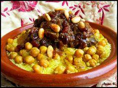 Couscous Tfaya oignons et raisins caramélisés...... Voici un grand classique de la cuisine Marocaine, le couscous Tfaya, ce mélange de sucré salé ces oignons caramélisés avec les raisins sec ...une bonne viande de boeuf ici mais on peut aussi utiliser...