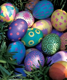 52 Easy Egg Decorating Ideas to Get You Egg-cited for Easter - Easter Photos Cool Easter Eggs, Easter Egg Designs, Diy Ostern, Coloring Easter Eggs, Egg Coloring, Easter Traditions, Easter Colors, Easter Candy, Easter Celebration