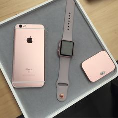 Caved and got the rose gold iPhone 7 to go with my watch. Caved and got the rose gold iPhone 7 to go with my watch. Apple Watch バンド, Apple Watch Fashion, Rose Gold Apple Watch, Apple Watch Series, Apple Watch Bands, Rose Watch, Fone Apple, Accessoires Iphone, Coque Iphone