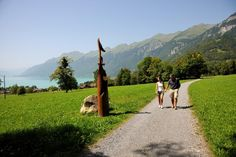 Our weekly picknick tipp is Schwanden's themed woodcarving trail.  bit.ly/291qQ6S