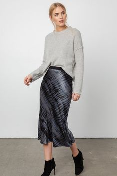 'Berlin' Black Tie-Dyed Skirt Pretty Outfits, Cute Outfits, Black Tie Dye, Fashion Capsule, Crepe Fabric, Tie Dyed, Skirt Outfits, Size Model, Grey Sweater