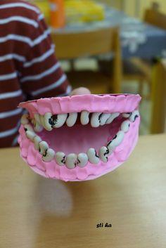 zuby ( fazole), dásna ( plastelína)