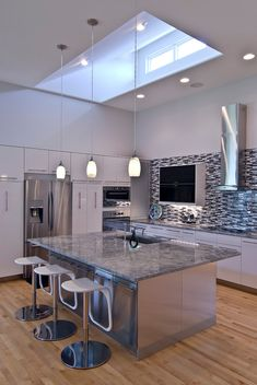 Modern Eat-In Kitchen Ideas (Kitchen design ideas in Decoration, Lighting, and Remodeling for eat-in kitchen style) Blue Kitchen Countertops, Kitchen Wall Cabinets, Kitchen Cabinet Design, Kitchen Interior, Interior Design Living Room, Kitchen Decor, Kitchen Ideas, Kitchen Designs, Contemporary Kitchen Inspiration