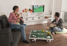2014 world cup party decor at home coffee table soccer field top Football Party Games, Soccer Party, Soccer Birthday Parties, Home Coffee Tables, Diy Party, Party Ideas, World Cup 2014, Decorating Ideas, Romantic