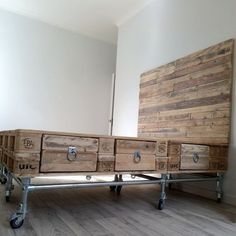 Scaffold and Pallet Wood Bed with Headboard and Drawers. Modern Upcycled, Recycled / Reclaimed Industrial Style Bedroom Furniture Idea - ALL ABOUT Diy Pallet Bed, Wooden Pallet Furniture, Pallet Crafts, Pipe Furniture, Recycled Furniture, Wooden Pallets, Furniture Styles, Pallet Wood, Furniture Ideas
