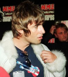 graham coxon kinda ruined me and i'm a bit obsessed with justine. Liam Gallagher Oasis, Noel Gallagher, Liam And Noel, Graham Coxon, Britpop, Music Wall, Wonderwall, Pop Rocks, John Lennon