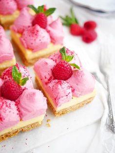 No bake bakelser med vaniljkräm och vispad hallonpannacotta | My Kitchen Stories