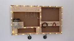 #Bathroom, #Bedroom, #Holder, #Jewelry, #Jewels, #RecyclingWoodPallets Pallets + imagination + few tools and screws... And there you go ;)