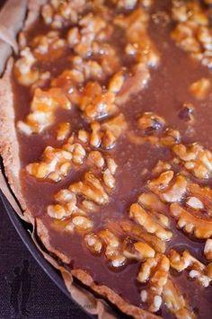 Walnut and salted butter caramel pie Sweet Pie, Sweet Tarts, Pie Dessert, Dessert Recipes, Caramel Pie, Sweet Corner, Good Pie, Sweet And Salty, Deserts