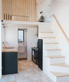 Ibbotson Tiny House by Build Tiny &; Tiny Living Ibbotson Tiny House by Build Tiny &; Tiny Living Katharina link Einrichtung The bright interior has white walls and […] Homes interior cabin Tiny House Loft, Tyni House, Best Tiny House, Modern Tiny House, Tiny House Living, Small House Design, Tiny House Plans, Tiny Loft, Tiny House Bedroom
