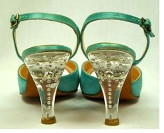 Vintage lucite heels Just Delicious >^. Vintage Purses, Vintage Shoes, Vintage Accessories, Vintage Outfits, Vintage Fashion, Sock Shoes, Shoe Boots, Vintage Mode, Vintage Style