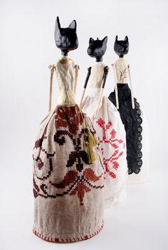 Inspirado Folk Art gato, muñeca, muñeca, Souvenir rumano, Mixed Media Art Doll…