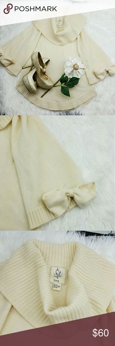 "💞SALE💞 Anthropologie Cream 100% Cashmere Sweater Adorable  Anthropologie ""TWG"" Ivory  100% Cashmere Sweater 25"" from the top of the shoulder to the bottom 19"" from armpit to armpit 18"" Sleeve length Super Cozy and Soft.  Perfect to dress up Jeans and Boots Anthropologie Sweaters Cowl & Turtlenecks"
