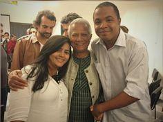 Mariana e Hamilton, sócios da Saladorama, ao lado de Yunus, que visitou o Brasil recentemente.
