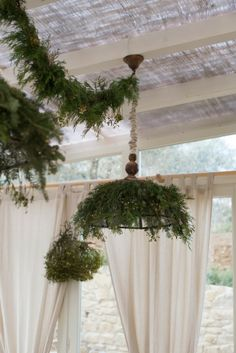 I could so recreate this how cool for  Christmas, instead of cedar or pine you could use ferns too! valdirose