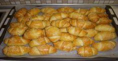 Αγαπημένα τυροπιτάκια μόλις βγήκαν απο το φούρνο Φτιάξτε απλά τυροπιτάκια, με σπιτική, εύκολη και αφράτη-γιαουρτένια ζύμη. Είναι τραγανά από έξω αλλά μια διαφορετική γέμιση τυριού από αυτές που έχετε συνηθίσει κάνει τα τυροπιτάκια ακόμη καλύτερα! ΥΛΙΚΑ ΓΙΑ ΤΗ ΖΥΜΗ 5 κούπες αλεύρι 1 αυγό 1… Αγαπημένα τυροπιτάκια μόλις βγήκαν απο το φούρνο Φτιάξτε απλά τυροπιτάκια, …