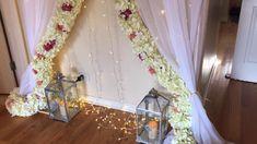 All DIYs by Noozay - Wedding interests Simple Stage Decorations, Rustic Wedding Decorations, Quince Decorations, Flower Decorations, Tulle Backdrop, Diy Wedding Backdrop, Birthday Balloon Decorations, Card Table Wedding, Fun Diy Crafts