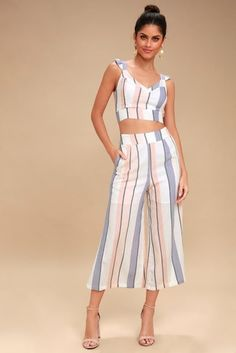 Seaside breezes and sunshine are the only better than the Jen White Multi Striped Backless Tie-Back Crop Top! Breezy blue and blush pink striped woven fabric shapes a flirty V-neckline, ruffled straps, and a sexy open back with two sets of ties. Skirt Outfits, Dress Skirt, Cute Outfits, Casual Outfits, Culotte Pants, Trouser Pants, Crop Top Elegante, White Culottes, Pink Two Piece