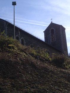 Kerk boven op de heuvels  Duitsland en de reis