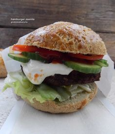 Ugye milyen jó dolog a barátokkal otthon közösen összeállítani a saját hamburgerünket? Még jobb, ha mi készítjük el a gluténmentes hamburger zsemléket is! Healthy Recipes, Healthy Food, Paleo, Chicken, Ethnic Recipes, Healthy Foods, Healthy Eating Recipes, Beach Wrap, Healthy Eating