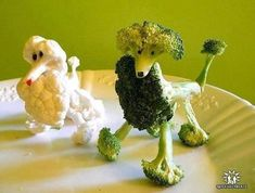 Create Party Centerpiece with Creative Food Art Designs Cute Food, Good Food, Funny Food, Fruits Decoration, Food Decorations, Vegetable Animals, Fruit Animals, Animal Food, Veggie Art