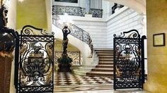 Shangri-La Hôtel, 10 Avenue D Iena, Paris France XVI, 5-Star Hotel.