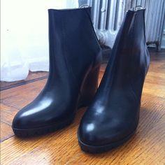 Minimarket Black Zipper Wedge Boots