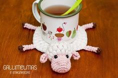 This little sheep has got himself in a bit for a squishy situation. This Crochet pattern is for a Sheep Coaster. The kid's would love this. You could change it in to a cow for a Milk cup or hot … Read Crochet Cow, Crochet Animals, Crochet Dolls, Free Crochet, Crochet Home Decor, Crochet Crafts, Crochet Projects, Amigurumi Patterns, Crochet Patterns