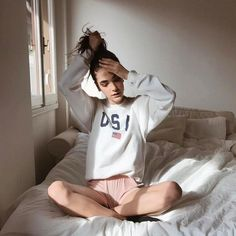 Ready to relax. Bedroom Photography, Girl Photography, Picture Poses, Photo Poses, Instagram Pose, Insta Photo Ideas, Tumblr Girls, Editorial Fashion, Photography Poses