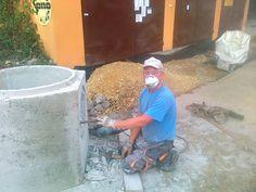 zbiorcza studzienka kanalizacyjna w trakcie budowy instalacji kanalizacyjnej