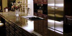 Granit Arbeitsplatten bestechen durch ihre sprichwörtliche Härte und stehen in zahlreichen Maserungen und Farben zur Auswahl.
