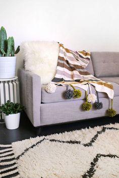 Pom-Pom Blanket DIY