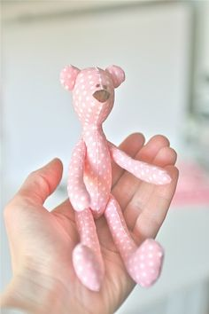 Tutorial PIMPOLLO....(a palm-sized Tilda bear....oh so cute in polka dots!)...
